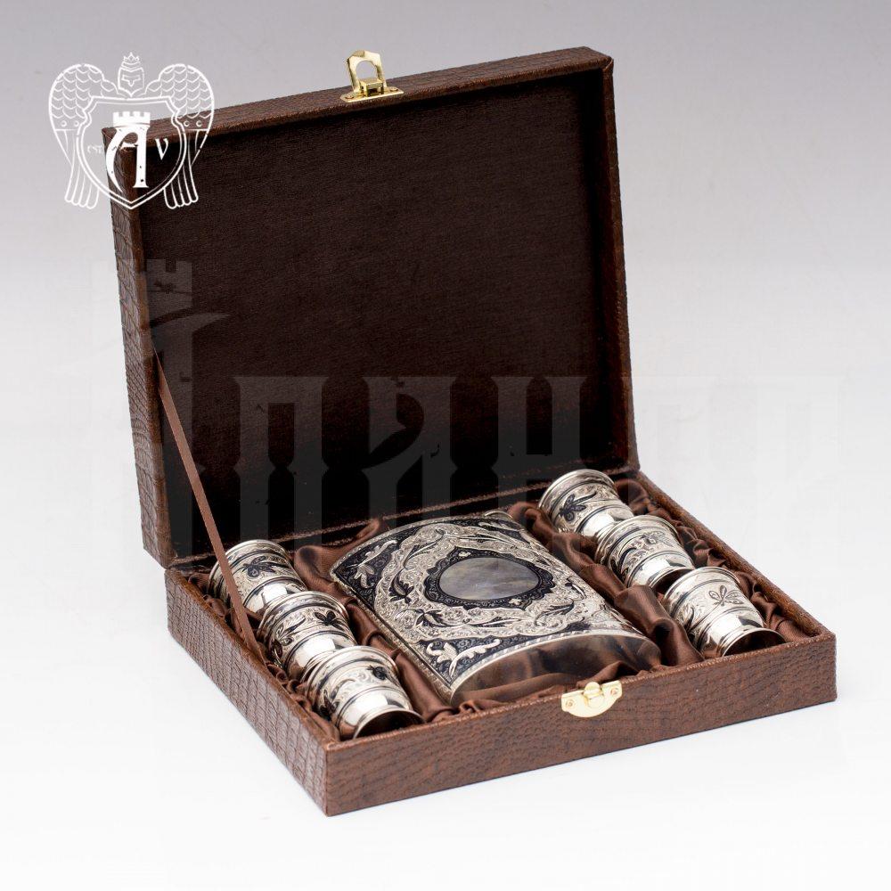 Серебряная фляжка и стопки «Шах»