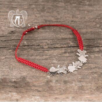 Браслет из серебра на красной нитке «Детки»