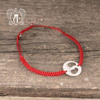 Браслет из серебра на красной нитке «Ножки»