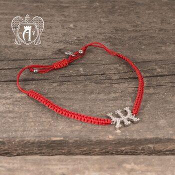 Браслет из серебра на красной нитке буква «Ж»